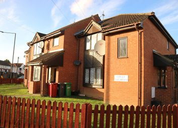 Thumbnail 1 bed flat to rent in Oatlands Drive, Slough