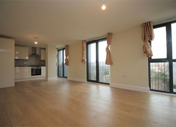 3 bed flat to rent in Charter House, High Road, Ilford, Essex IG1