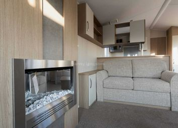 Thumbnail 2 bedroom mobile/park home for sale in Walton Avenue, Felixstowe