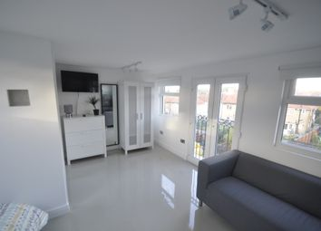 Thumbnail Studio to rent in Tristram Road, Bromley