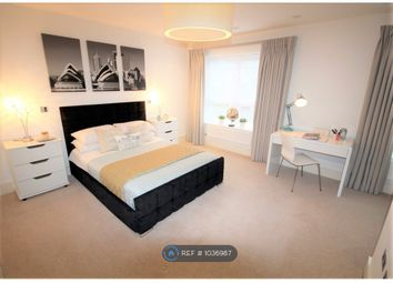 Room to rent in Clavering Place, London SW12