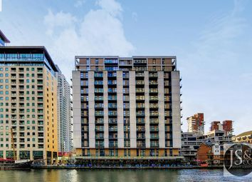 Thumbnail 1 bed flat to rent in 2 South Quay Square, London