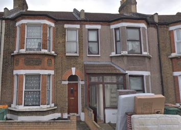 Thumbnail Studio to rent in Strone Road, London