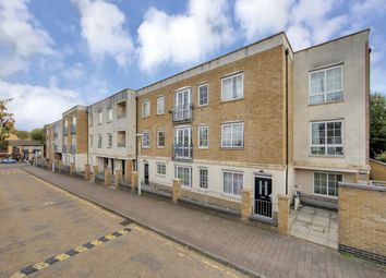 Thumbnail 2 bed flat to rent in Cherrywood Close, London