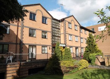 Thumbnail 1 bed flat to rent in Kingfisher Court, High Wycombe, Bucks