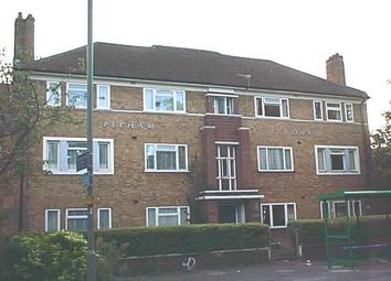 2 bed flat to rent in Pelham Court, Kingston Road, Staines TW18