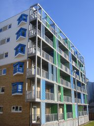 Thumbnail 1 bed flat to rent in Warren Close, Cambridge