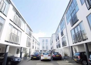 Thumbnail 4 bed flat to rent in Kensal Green, London