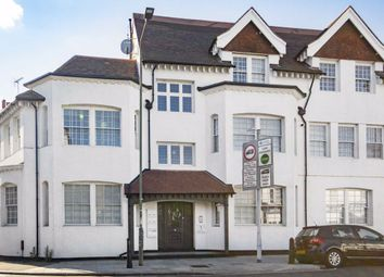 2 bed flat to rent in Park Gate Court, High Street, Hampton Hill, Hampton TW12