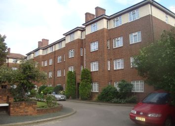 Thumbnail 4 bed flat to rent in Danescroft, Brent Street, Hendon, London