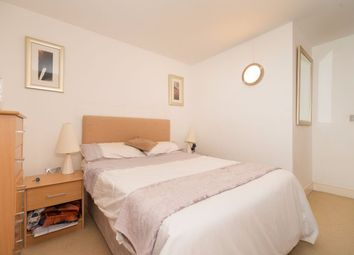 Thumbnail 2 bed flat to rent in Gainsborough House, Canary Wharf