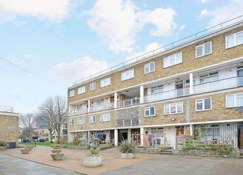 3 bed maisonette to rent in Wyllen Close, Cambridge Heath Road, Stepney Green, Whitechapel, Bethnal Green, London E1