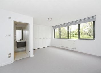 Thumbnail 4 bed property to rent in Meadowbank, London