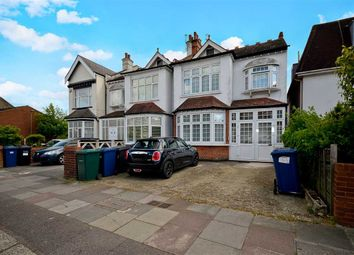 2 bed flat for sale in Granville Road, London N12