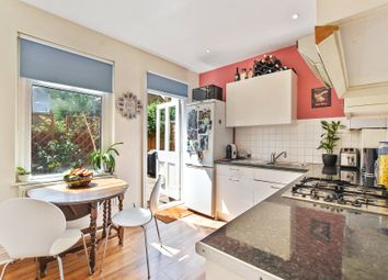 Thumbnail 2 bedroom maisonette for sale in Hawthorn Road, Crouch End, London