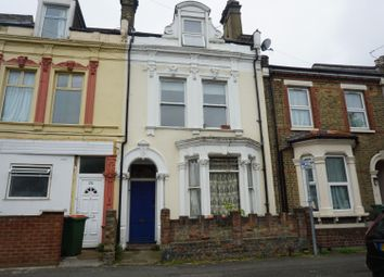 3 bed flat for sale in Warwick Road, London E15