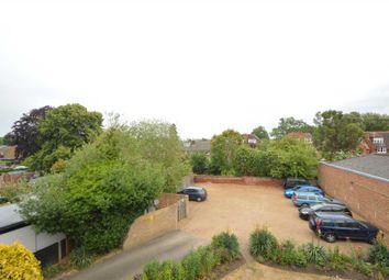 Thumbnail Maisonette to rent in High Street, Addlestone