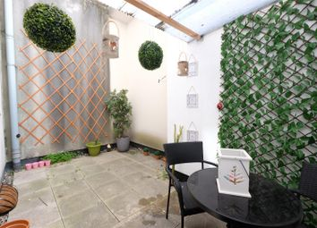 Thumbnail 1 bed flat for sale in Queens Road, Clifton, Bristol