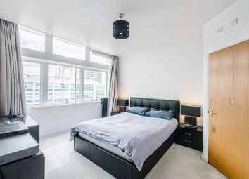 Newington Causeway, London Bridge, London SE1. 3 bed flat