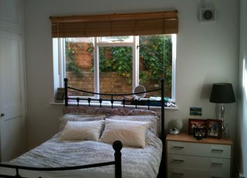 Thumbnail 2 bed flat to rent in Kildoran Road, Brixton