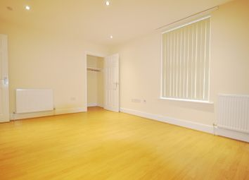 4 bed flat to rent in Harrow Road, London W9