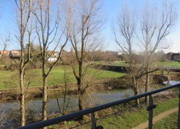 Thumbnail 2 bed flat for sale in Kingfisher Close, Warwick