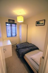 Thumbnail Room to rent in Oakwood Way, Top Floor Right, Oxford, Cumnor Hill, Oxfordshire