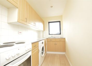 Thumbnail 1 bed flat to rent in Richmond Road, Gidea Park, Romford
