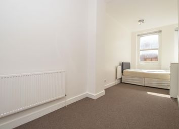 3 bed flat to rent in Hanbury Street, London E1