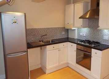 2 bed property to rent in Club Lane, Halifax HX2