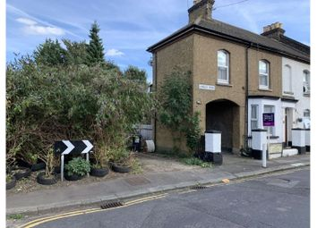 Thumbnail 1 bed flat to rent in Longley Road, Rochester