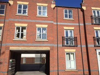 Thumbnail 2 bed flat to rent in Baker Street, Hull