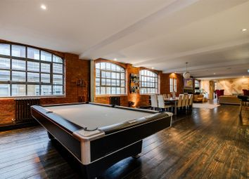 2 bed flat for sale in Nile Street, London N1