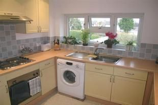Thumbnail 2 bed flat to rent in Edinburgh Road, Maidenhead