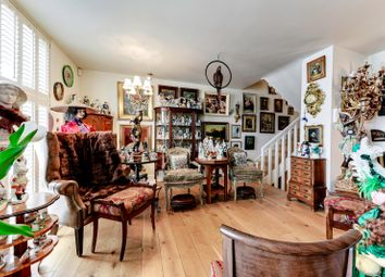 Thumbnail Town house for sale in Quickswood, London