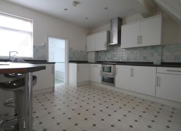 Thumbnail 1 bed flat to rent in Lingfield Road, East Grinstead