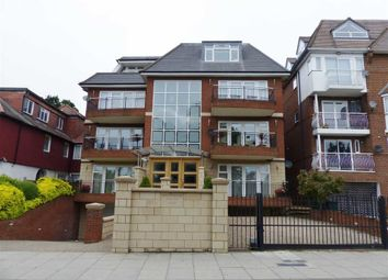 Thumbnail 3 bed flat to rent in Queens Road, Hendon