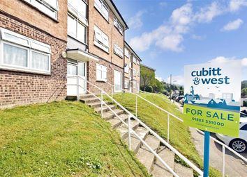 Edgeworth Close, Whyteleafe, Surrey CR3. 2 bed flat