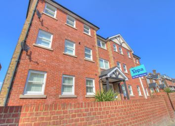 Old Road West, Northfleet, Gravesend DA11. 2 bed flat for sale
