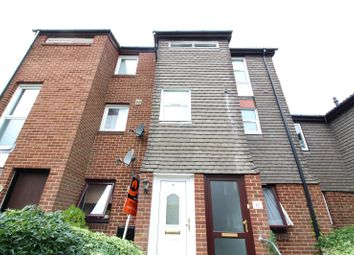 2 bed maisonette to rent in The Hollies, Gravesend, Kent DA12