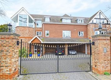 Thumbnail 2 bed flat to rent in New Road, Esher