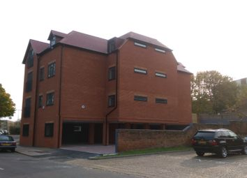Thumbnail 2 bed flat for sale in Alexandra Road, Aldershot