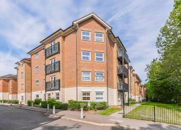 Coppetts Road, Muswell Hill, London N10. 2 bed flat for sale