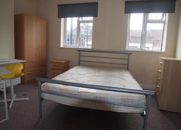 Thumbnail Room to rent in Chase Side, Southgate, London