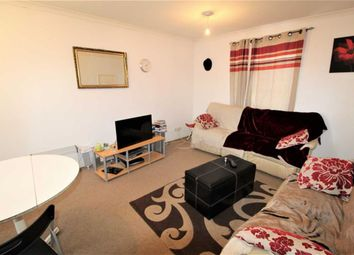 1 bed flat to rent in Rochfords Gardens, Slough SL2
