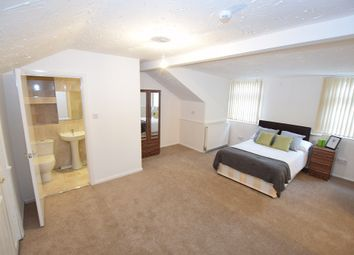 Thumbnail 5 bedroom shared accommodation to rent in Manor Road, Smethwick