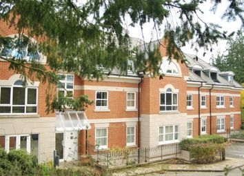 Farnham Cloisters, 41 Shortheath Road, Farnham, Surrey GU9. 4 bed flat