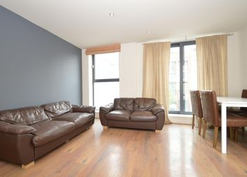 3 bed flat to rent in Richmond Road, London E8