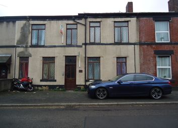 Thumbnail 2 bedroom flat to rent in Walshaw Road, Bury