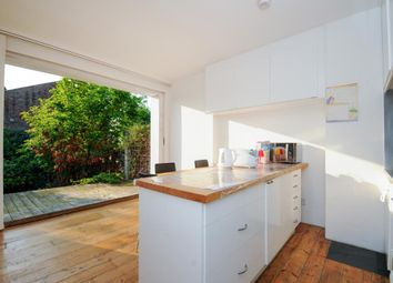 Thumbnail 2 bedroom flat to rent in Church Crescent, Finchley N3,
